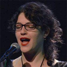 נילי קופלר - שחקנית, משוררת ואמנית ספוקן וורד.