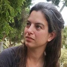 רוני ברודצקי - במאית וכותבת.